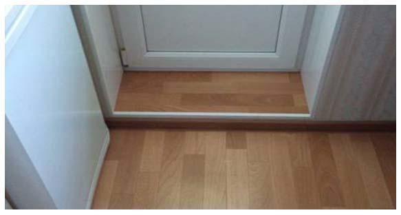 Как должен устанавливаться порог балкона пласиковой двери..